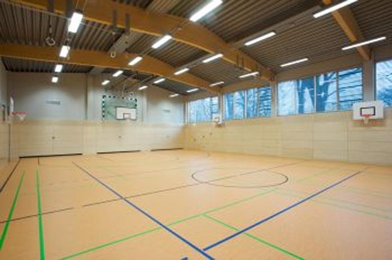Sporthalle-in-Grossburgwedel-02